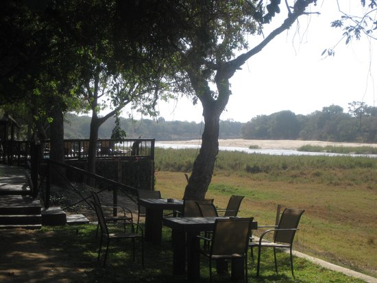 Umkumbe Safari Lodge: The Lodge and Sands River