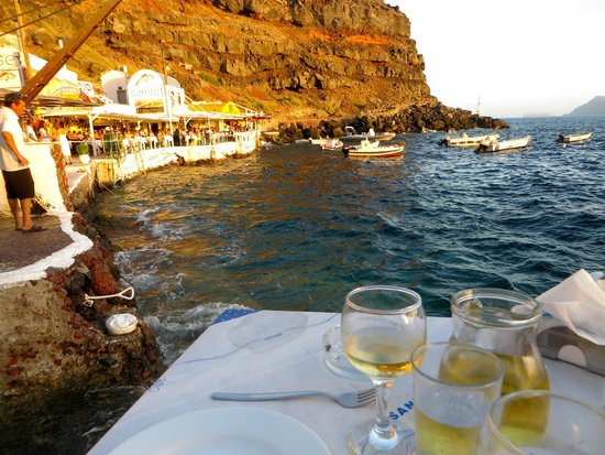 Taverna Katina: Our table right on the water
