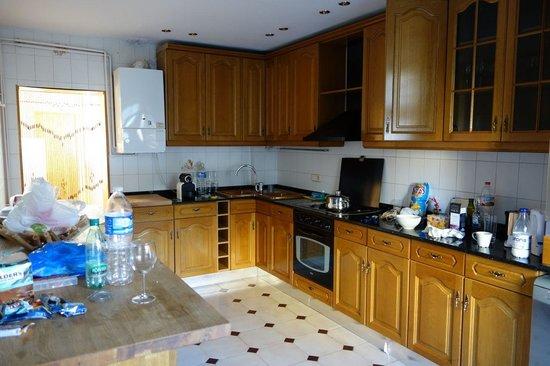 Aspasios Rambla Catalunya Suites: Kitchen