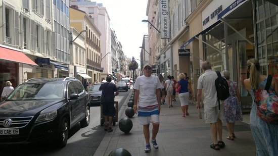 Rue d'Antibes: LINDO PASSEIO.