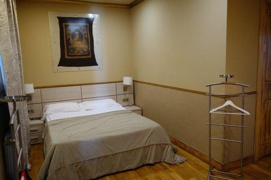 Aspasios Rambla Catalunya Suites: Bedroom with Queen