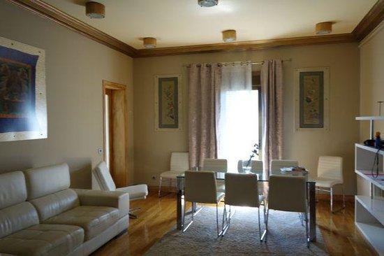 Aspasios Rambla Catalunya Suites: Living area