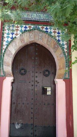 Albayzin: door details