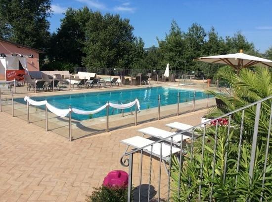 Agriturismo Tenuta Marchesi Fezia: la piscina