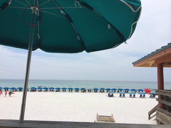 Ramada Plaza Fort Walton Beach Resort/Destin: Beach umbrella blockade!