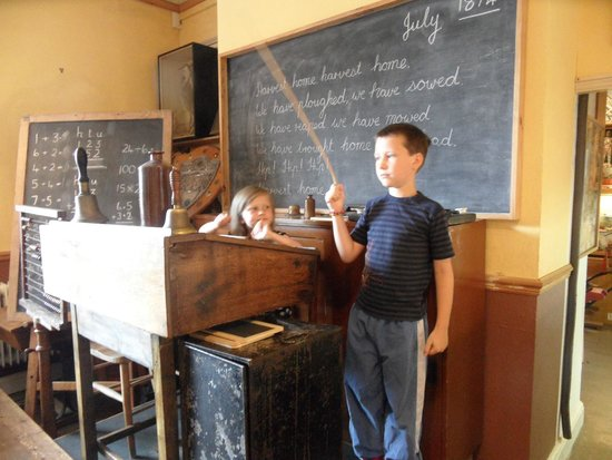 Milton Keynes Museum: Fun in the schoolroom