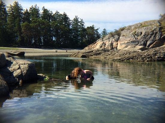 Mansons Landing, Canada: Searching for treasures