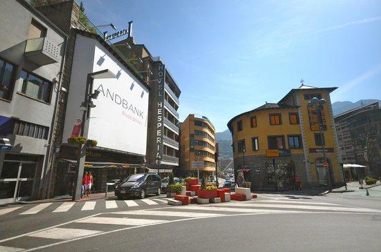 Hesperia Andorra la Vella: Hotel view from the street
