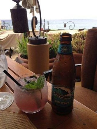 Four Seasons Resort Maui at Wailea: blueberry mojito and beer at Ferrarros
