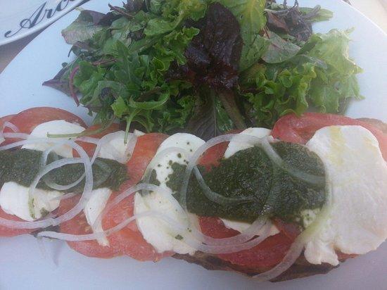 Chez Pierre : Tartine tomate mozza