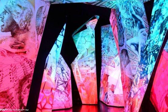 Swarovski Crystal Worlds: Nice ambience inside Museum
