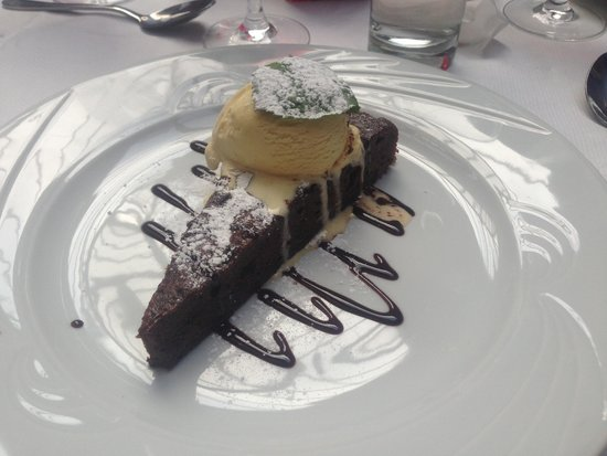 Don Marco Restaurant: Double choc cake and ice cream.��