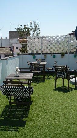 The Boutike Hostel: terrasse