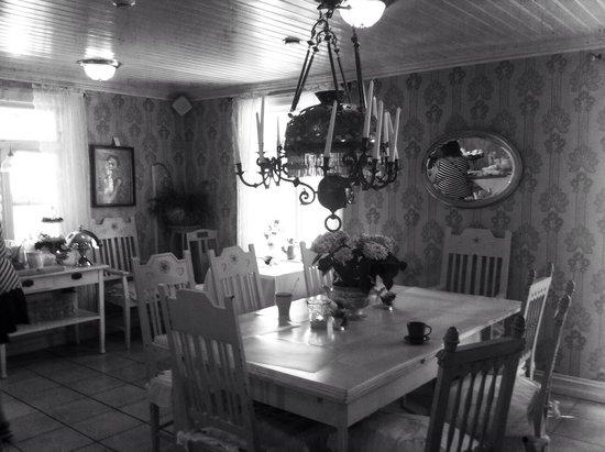 Strandflickornas Havshotell: Del av matsalen.