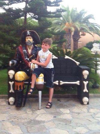 Pirate's Beach Club: Пират