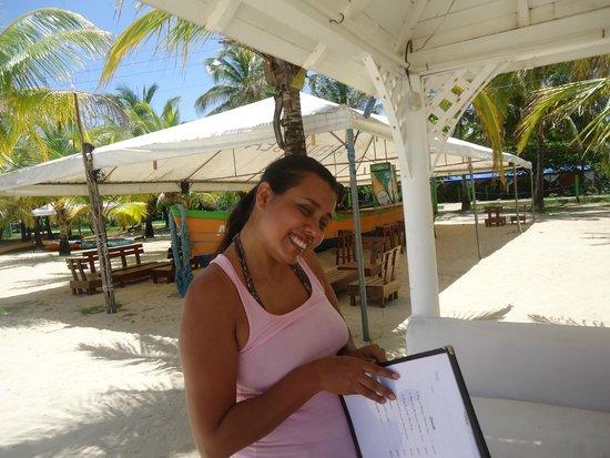 Arenas Beach Hotel Restaurant: las cabañas ... en la playa