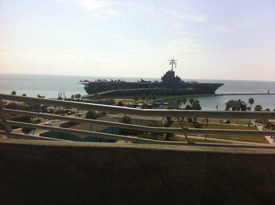 USS LEXINGTON: Vista desde la bahia