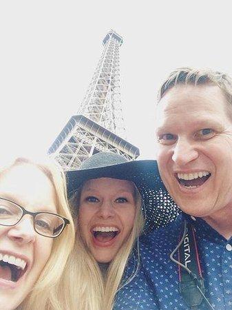 Fat Tire Tours Paris: Eiffel selfie
