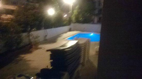 Ekin Hotel: poolside