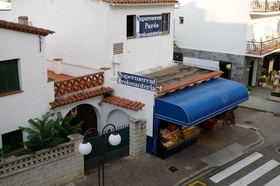 Hotel Florida : Market across the street
