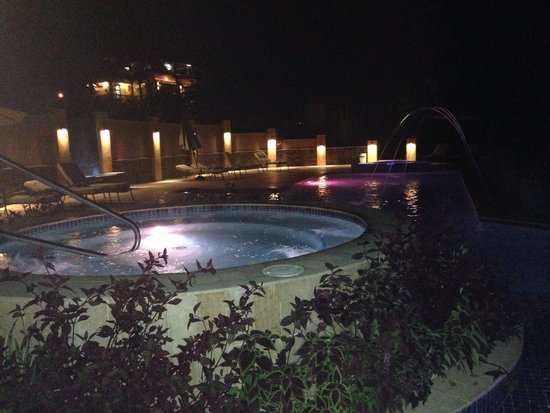 Sleeping Giant Lodge: The pool at night was a amazing and was open 24 hours.