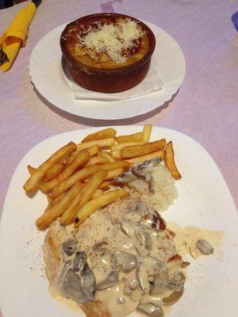 Enjoy the Food : mousaka + chicken fillet a la cream