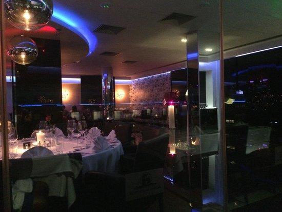 Glasshouse Lounge Restaurant : Having a good time