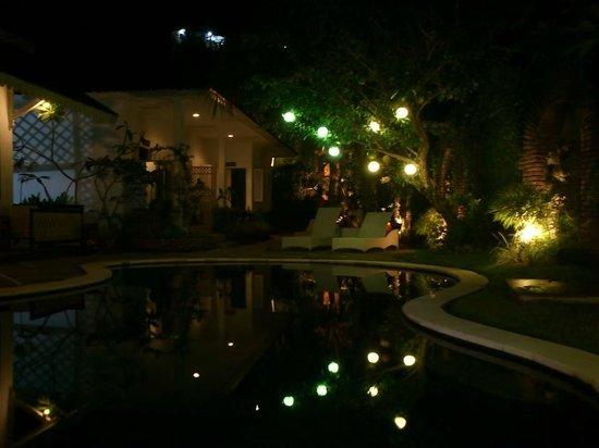 Sendok Hotel : piscina