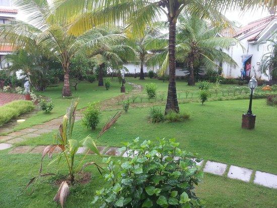 DoubleTree by Hilton Hotel Goa - Arpora - Baga: Hotel garden view