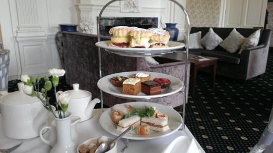 Warner Cricket St. Thomas Hotel: afternoon tea....yum!