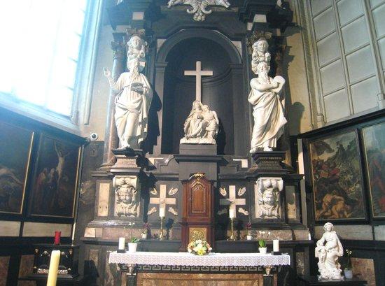 Onze-Lieve-Vrouwekerk: Fine altar