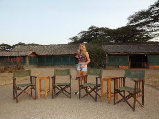 Ndutu Safari Lodge: espace apéro