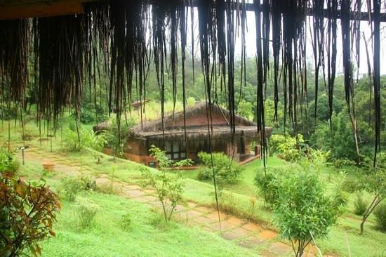 Heritage Resort Coorg : Overlooking view of cottage