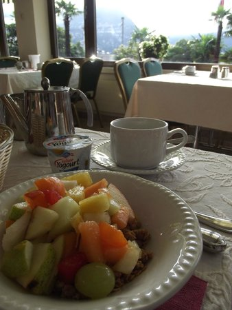 Continental Parkhotel: Breakfast in the dining room