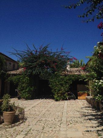 Azienda Agricola Busulmona: Il cortile interno della masseria