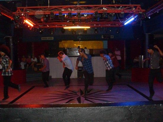Le Zenith Hotel: Ребята танцуют! Супер 100 %! Молодцы!