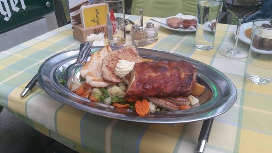Stadtpark Bräu: The food was big and good. But my friend had a wrong meal and a wrong drink.