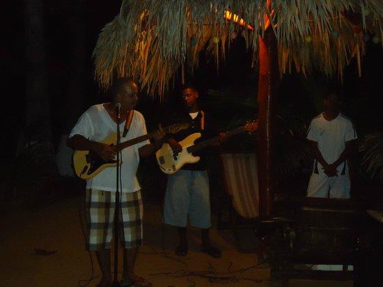 The Buccaneer: Chaleco y su música garifuna