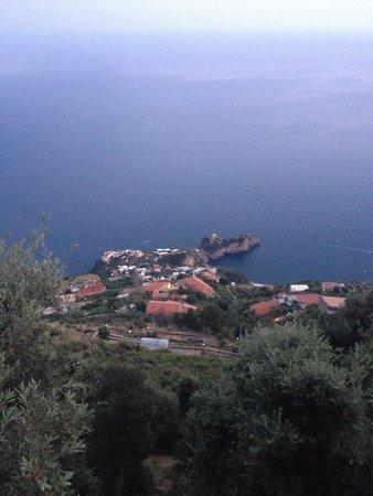MiraMare Bed&Breakfast: Vistas desde la terraza a Conca dei Marini