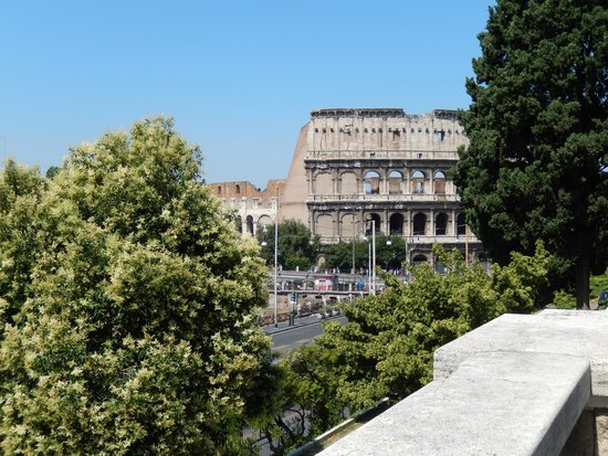 Mercure Rome Colosseum Centre: Close to the Colosseum
