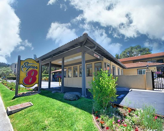 Super 8 Monterey / Carmel: Exterior