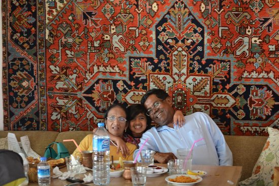 Cafe Rumist : Photo op half way throught our meal