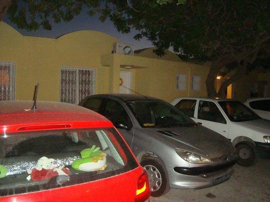 Samira Club: Chambre A 104 sur le Parking