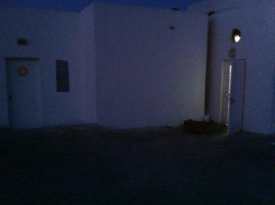 Samira Club: Chambre A 916 à coté de la porte de cuisine