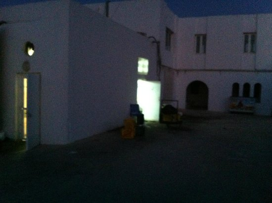 Samira Club: Porte de Cuisine devant la chambre A 916