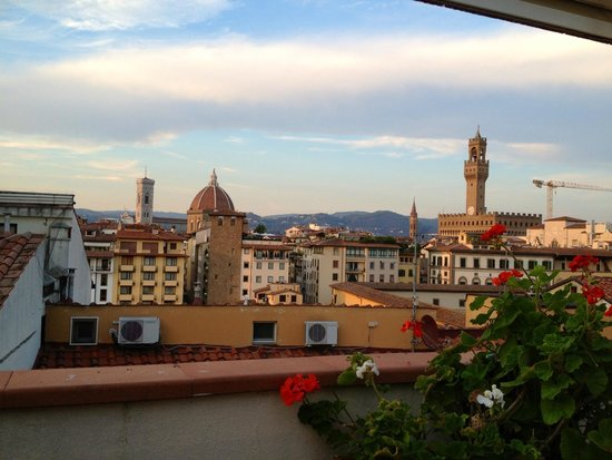 Pitti Palace al Ponte Vecchio : Sunset on Florence from the roof