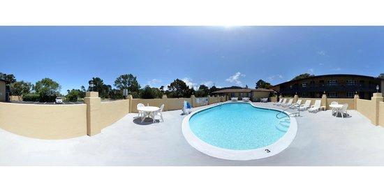 Super 8 Monterey / Carmel : Pool 360 view