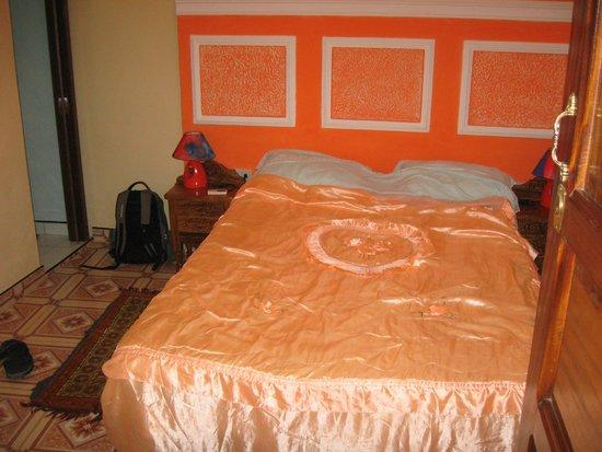 Hostal Dr. Suarez y Sra. Addys: Bed in smaller room