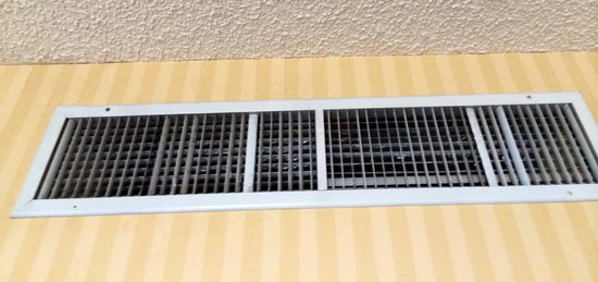 Hilton Pasadena: Vents - zoom in - 14th floor - it's black mold too