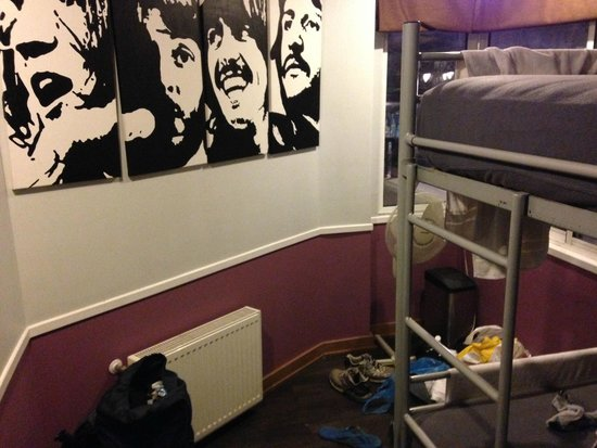 H Rado Hostel: Quarto com 4 camas